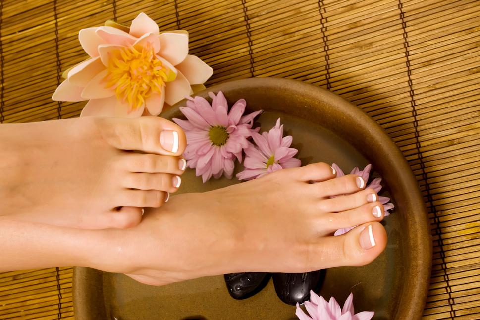 Как сделать кожу ног гладкой и шелковистой