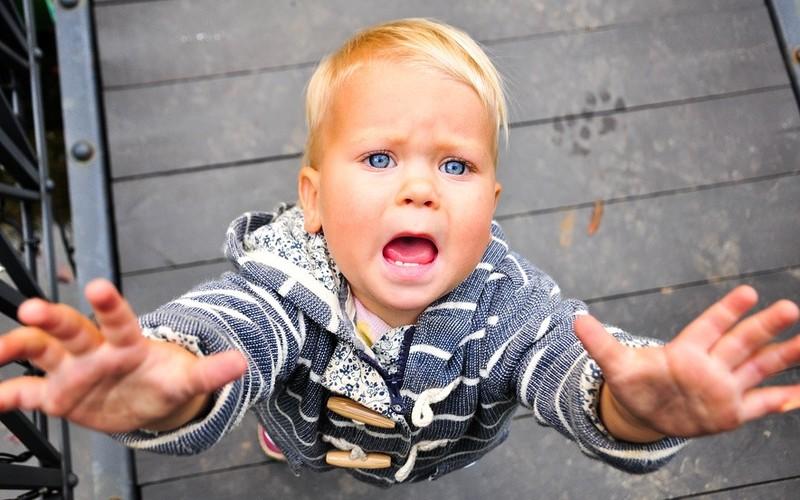Почему дети боятся своих рук