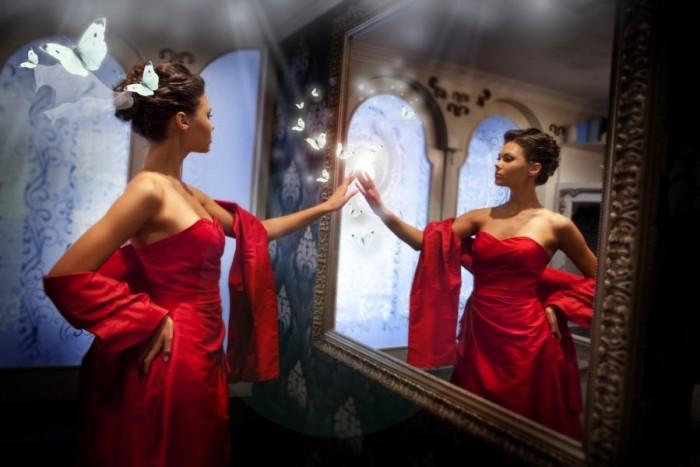 grozis-princese-moteris-savimeile-egoizmas-narcizizmas-veidrodis-kosmetika-61601525