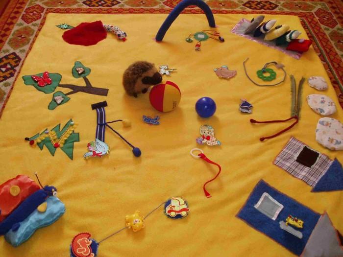 Развивающие игрушки своими руками для детей от 2 лет