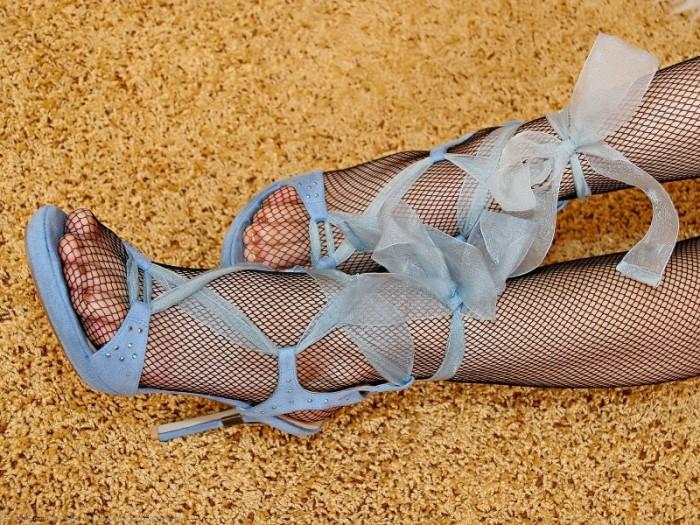 Ножки в чулочках и в туфельках фото