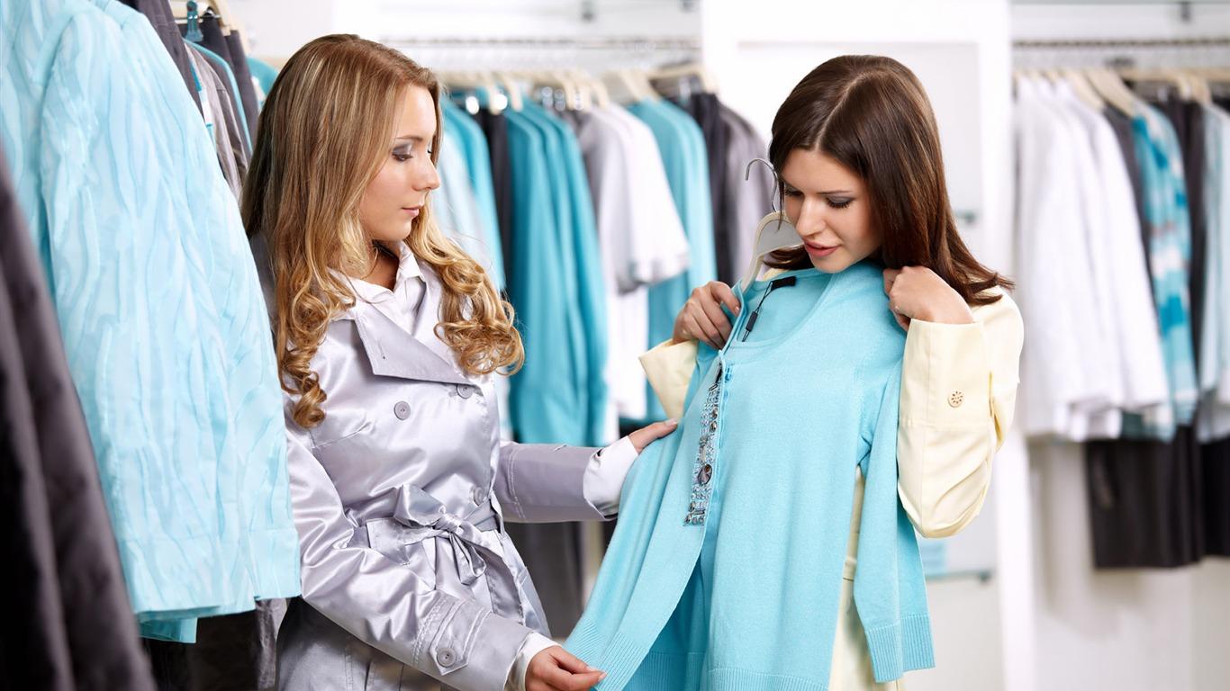 Съемки девушек в магазине одежды 11 фотография