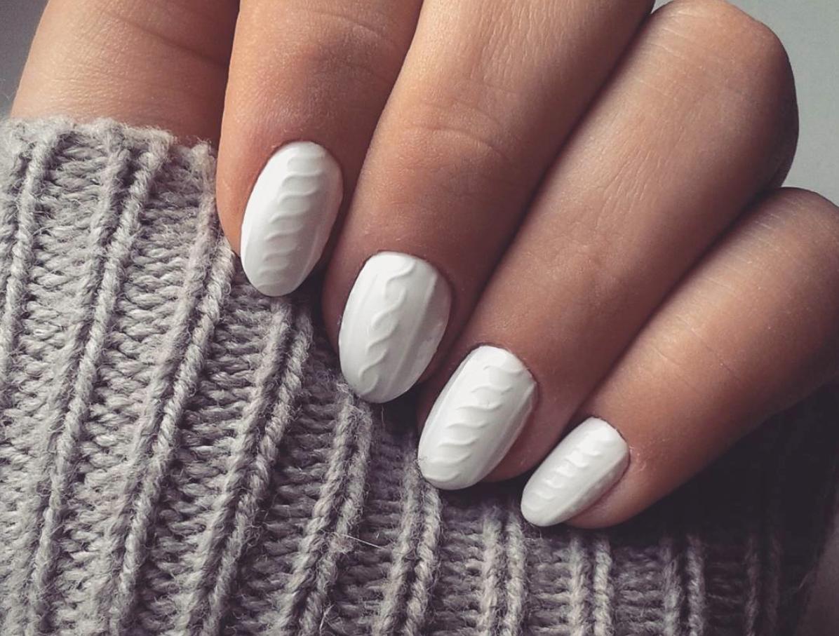 Вязаный дизайн на ногтях обычным лаком