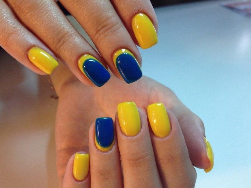 Дизайн ногтей в желто-синих тонах