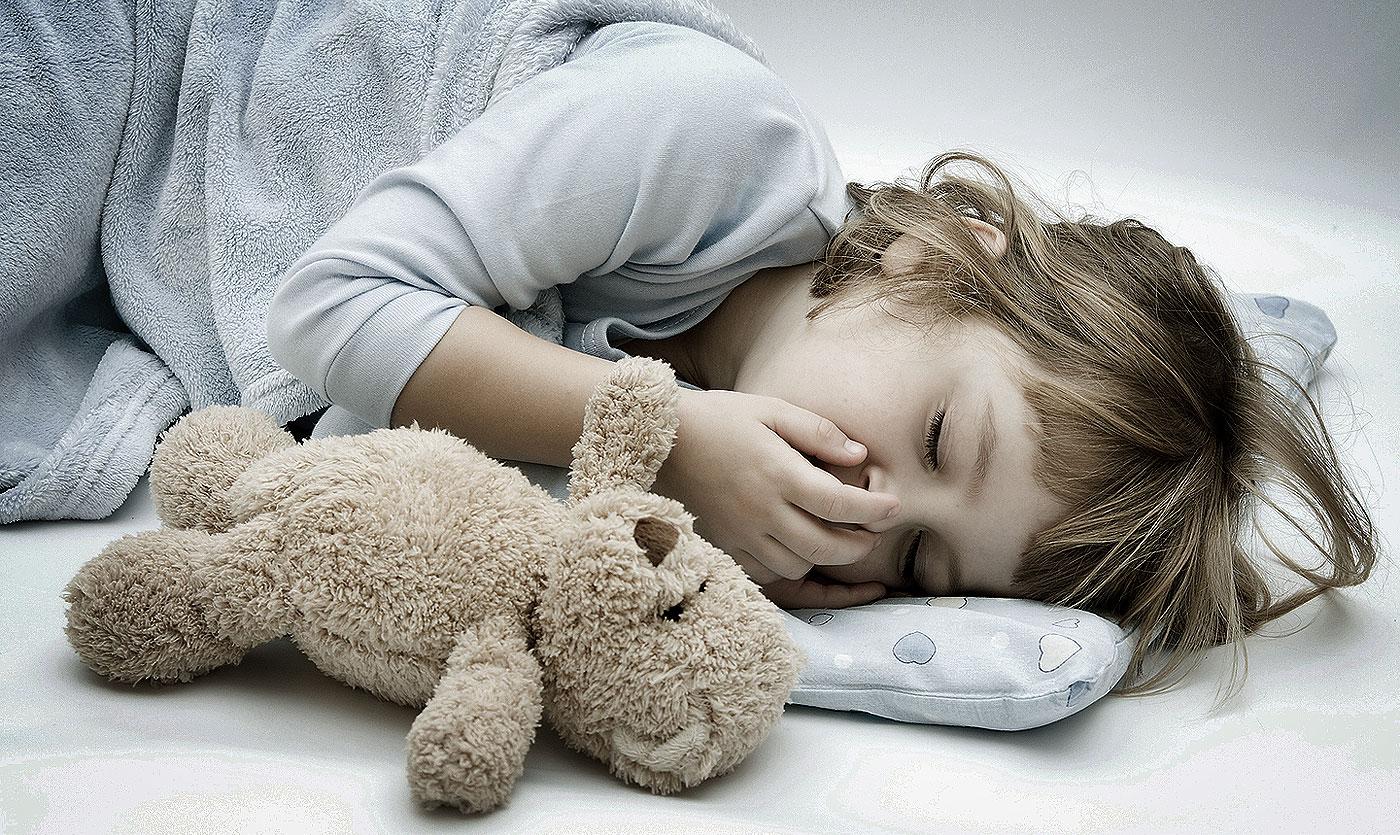 Целовать спящего ребенка