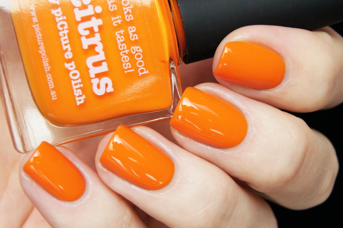 Фото оранжевого лака для ногтей