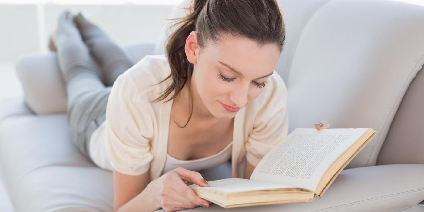 Ффото девушек на фиване читающих книги 17 фотография
