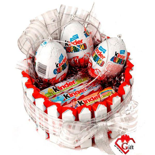 Торты из сладостей и шоколадок