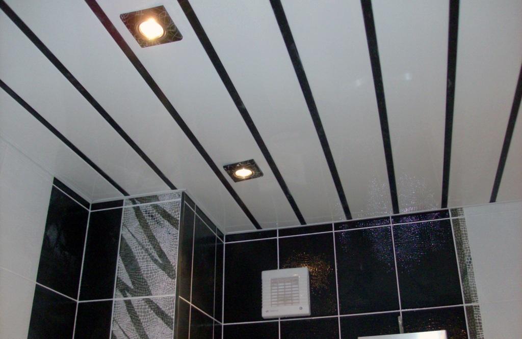 Потолок в ванной пластиковыми панелями своими руками