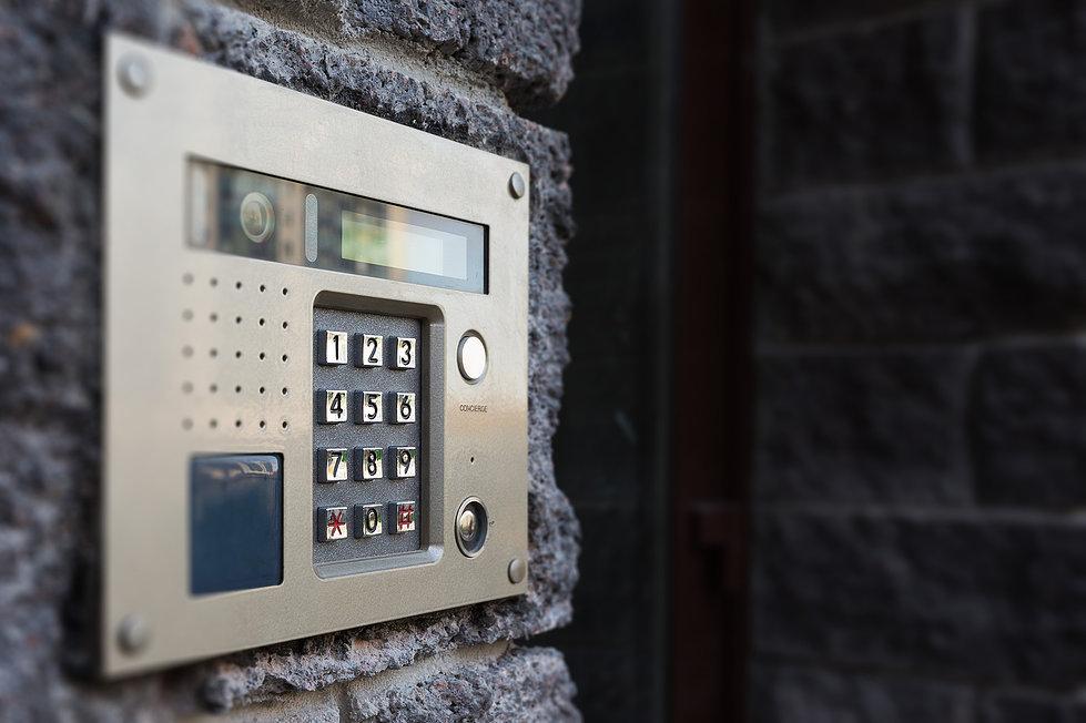 Тревожные кнопки появятся надомофонах в столице