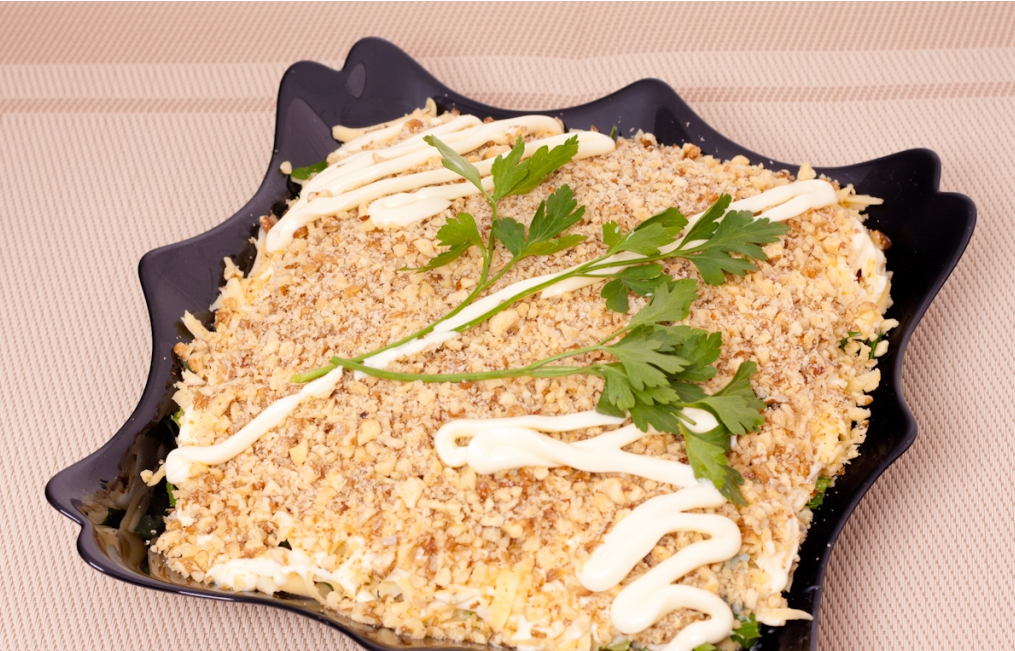 Салат с курицей орехами и ананасом рецепт с пошагово в