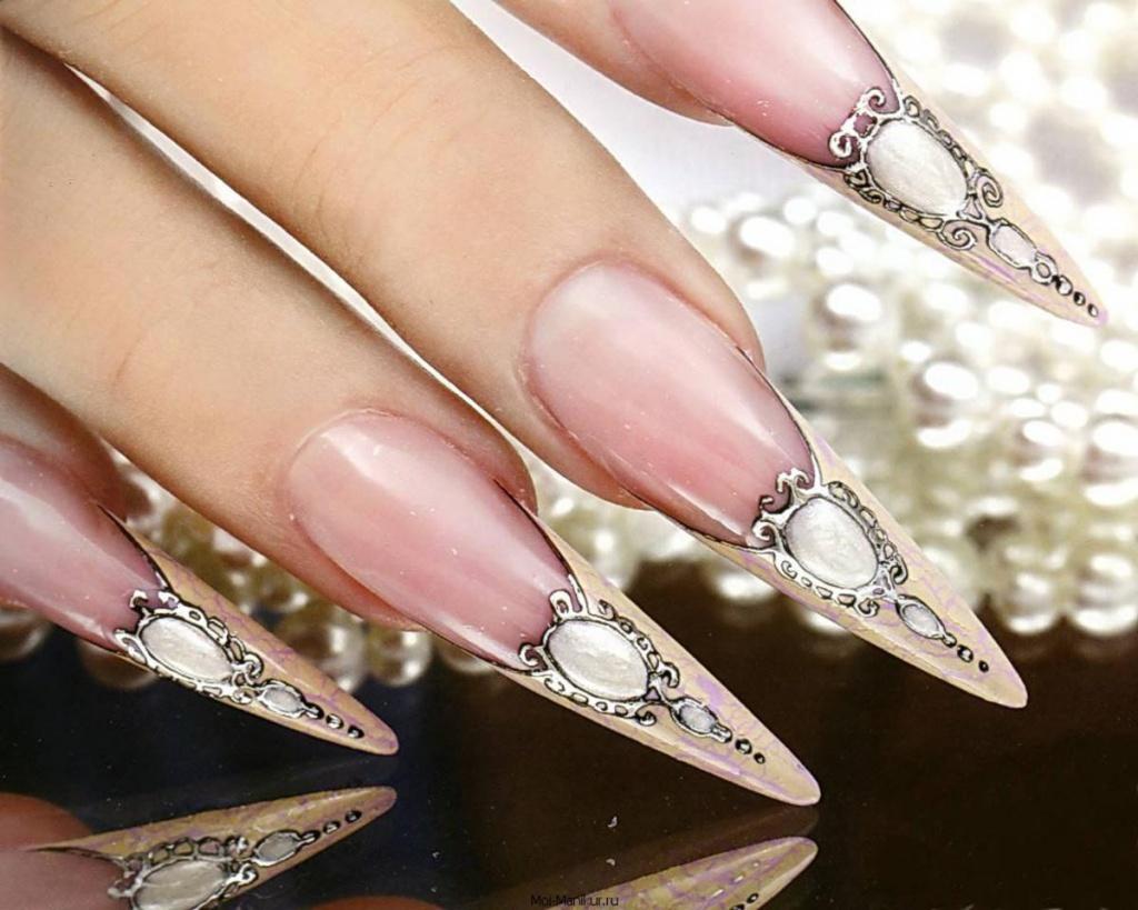 Нарощенные ногти с камушками