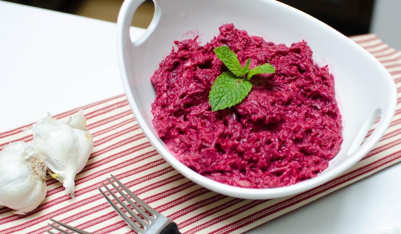 Салат свекла с чесноком и майонезом рецепт с фото пошагово