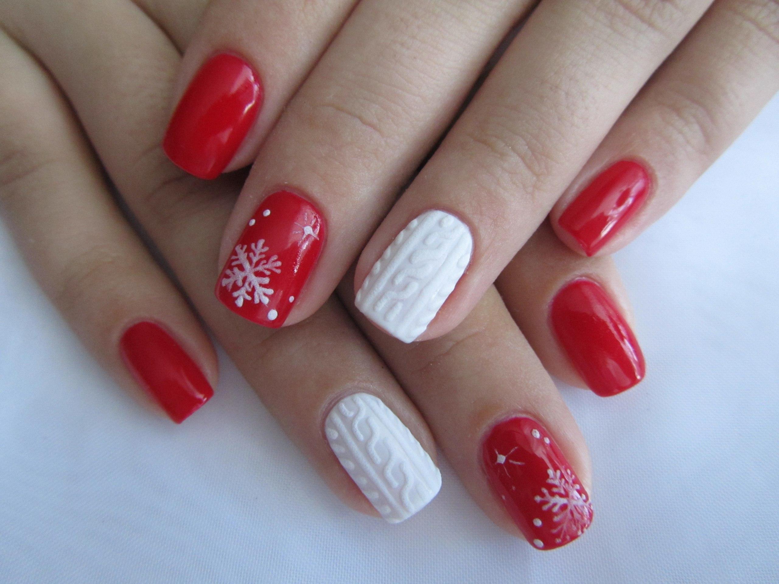 маникюр на короткие ногти красный фото