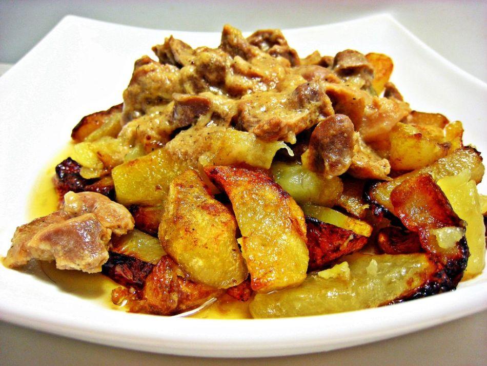 картошка по деревенски с курицей в мультиварке
