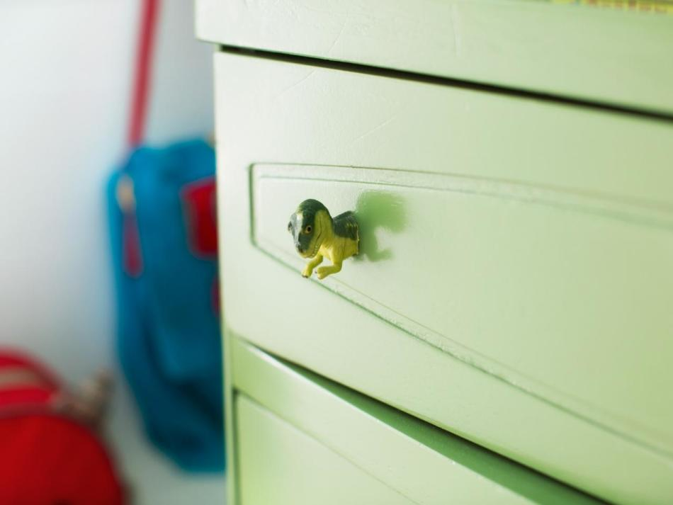 Декупаж мебели ручками в виде динозавров