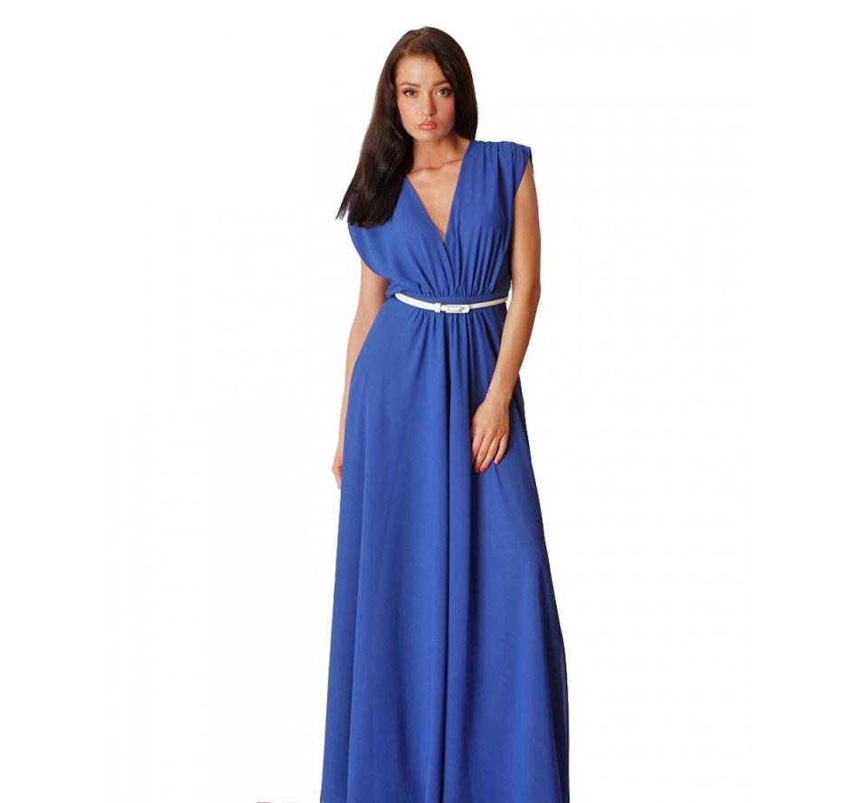 Простое платье может быть с небольшим декольте, более закрытым