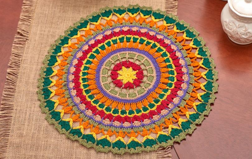 Цветная салфетка мандала в интерьере