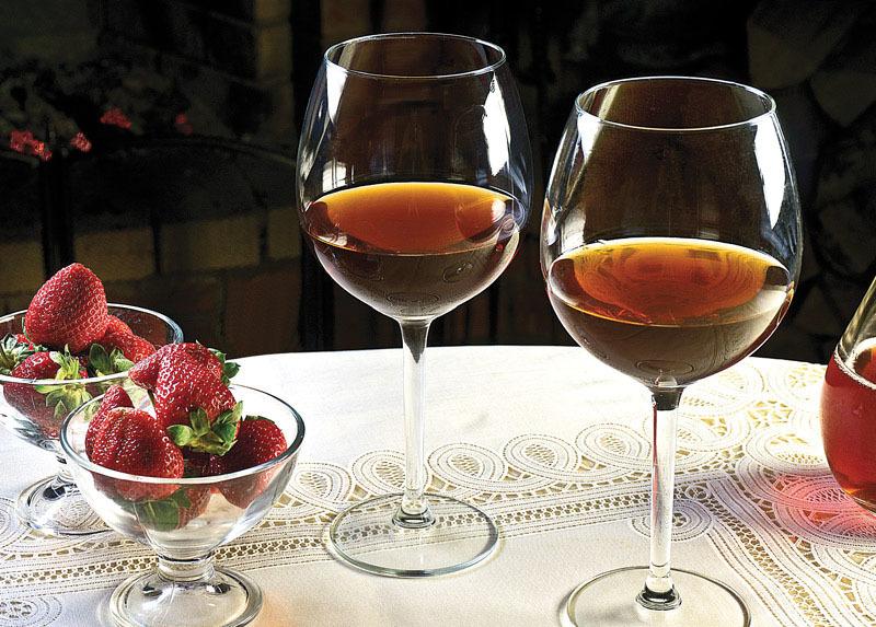 Как сделать из забродивших ягод вино