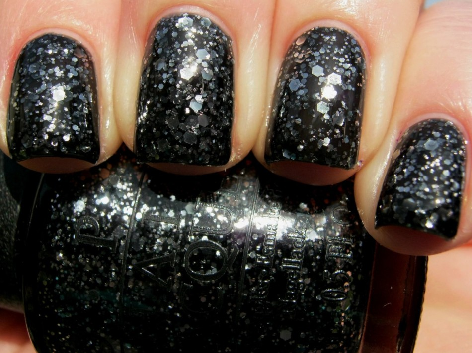 Темные ногти с блестками