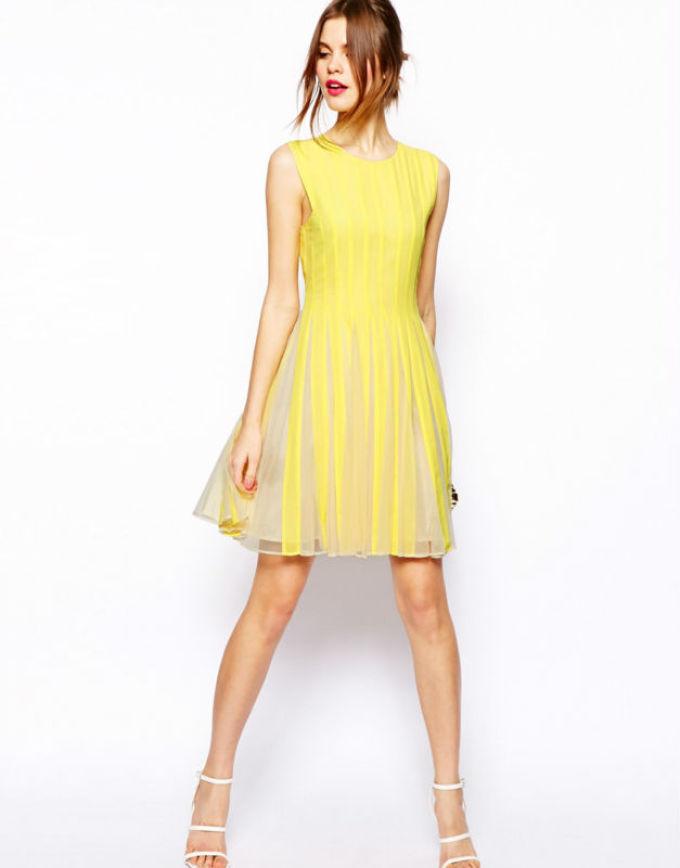 Вот такое простое платье может быть ярким и солнечным