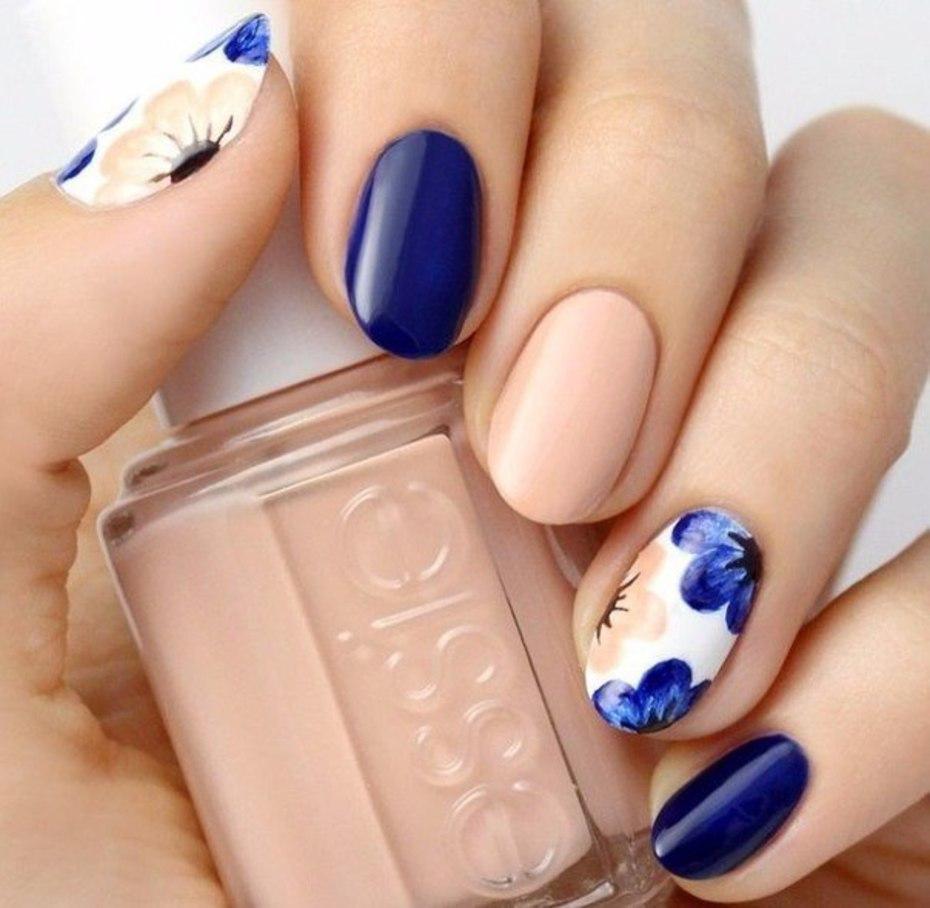 Дизайн ногтей синий с бежевым фото