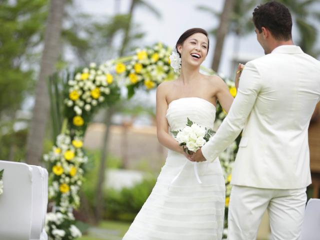 Надеть свадебное  примета