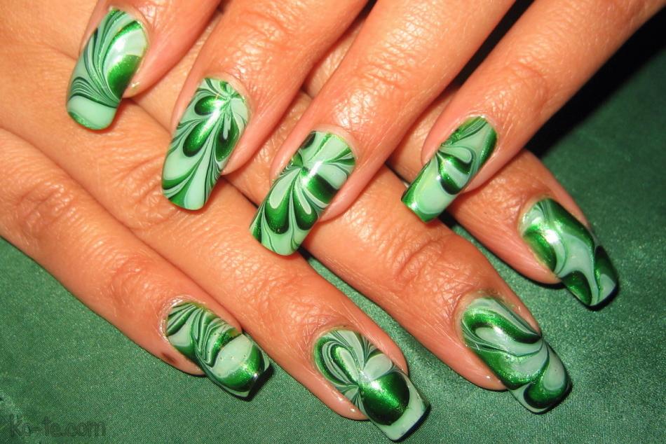Зеленые ногти с узорами