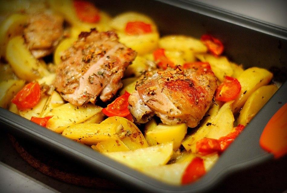 Приготовление куриного филе в духовке с картошкой