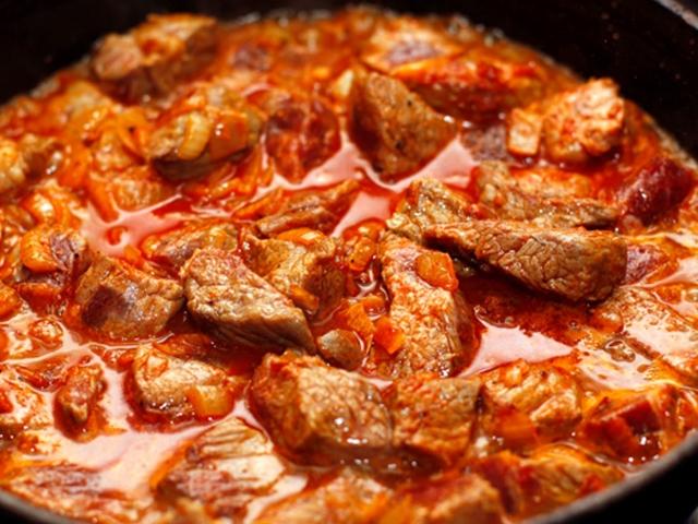 как приготовить свинину на сковороде с подливкой