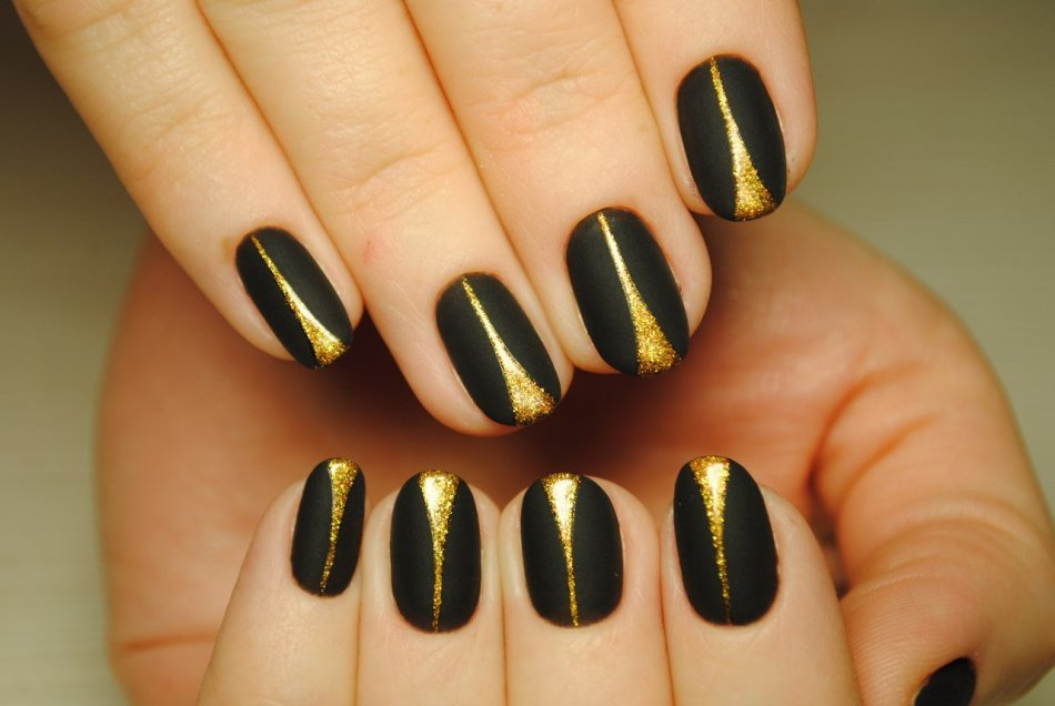 Золотые ногти короткие дизайн