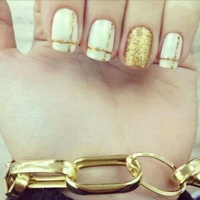 Дизайн ногтей белые с золотом