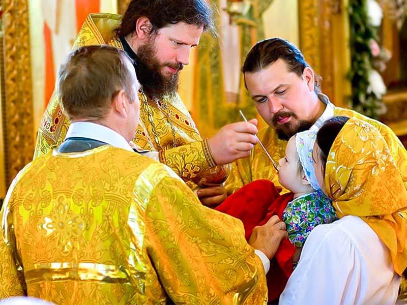 Можно ли целовать иконы, крест, руку священнику, ребенка, родных?
