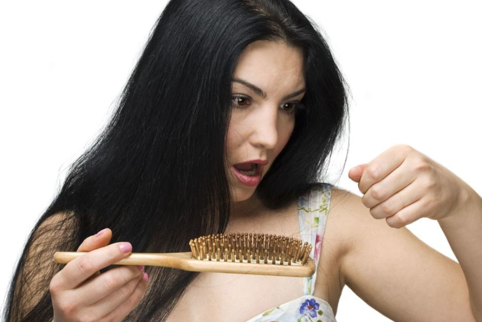 С каждым разом на расческе остается все больше и больше волос