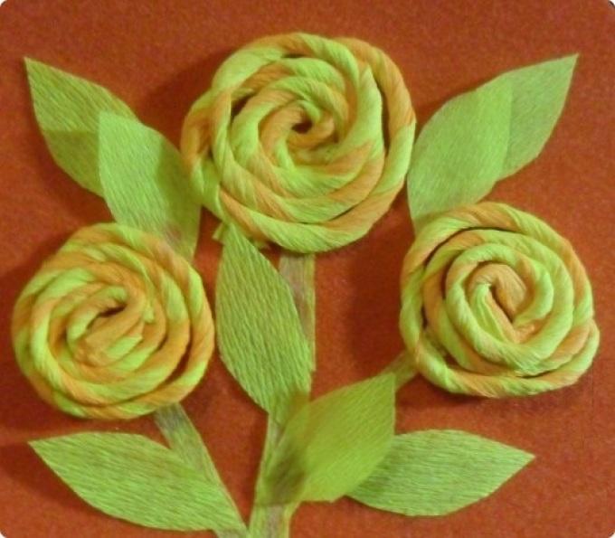 Простые роза из гофрированной бумаги своими руками