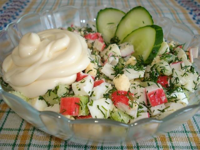 салат с крабовыми палочками и кукурузой классический с рисом рецепт