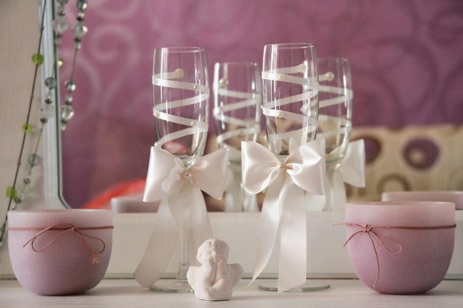 как самостоятельно украсить свадебные бокалы и шампанское