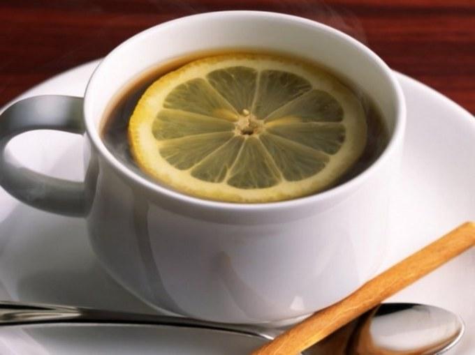Добавление лимона в кофе