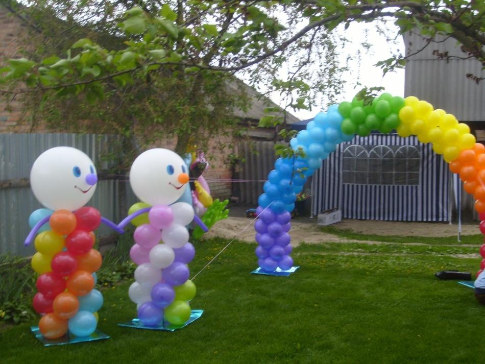 Как украсить двор шарами своими руками 601