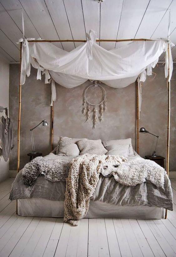 Ловца снов вешают в спальне.
