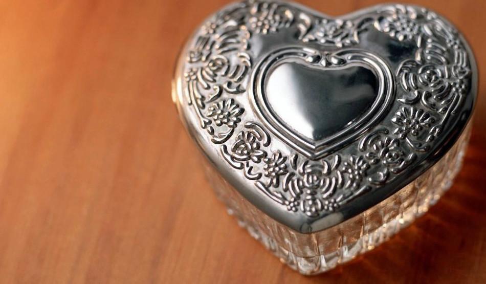 Что нужно дарить на жестяную свадьбу