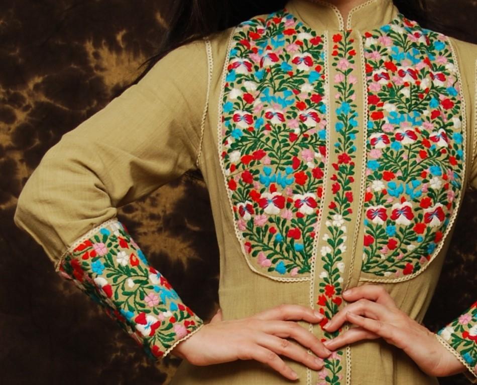 Декоративная вышивка на платье