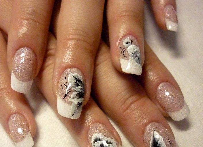 Дизайн ногтей белый френч с цветами