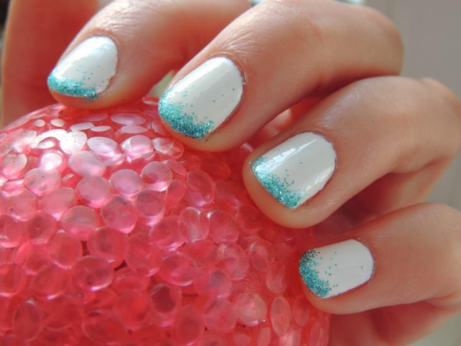 Маникюр в домашних условиях на короткие ногти с блестками
