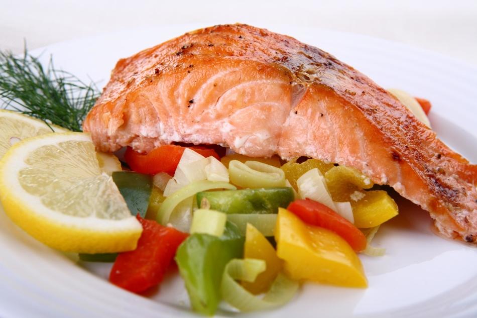 Блюдо с овощами и рыбой