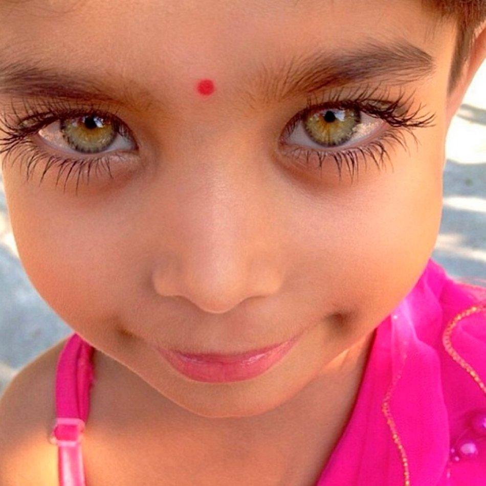Необычные глаза у детей фото