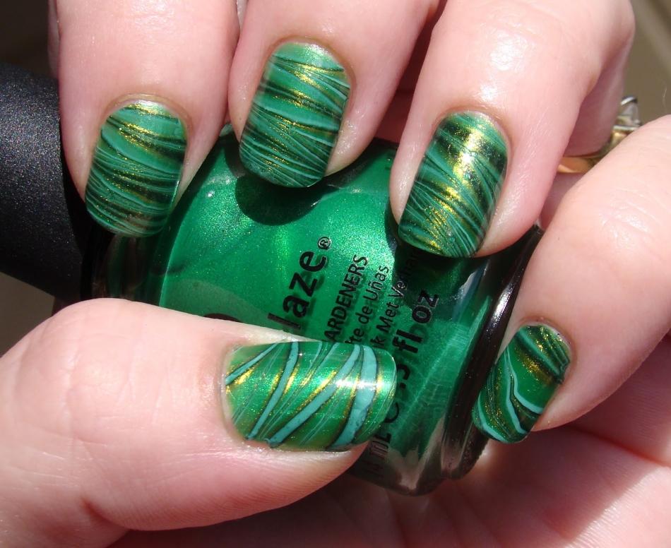 Дизайн ногтей зеленый с золотом