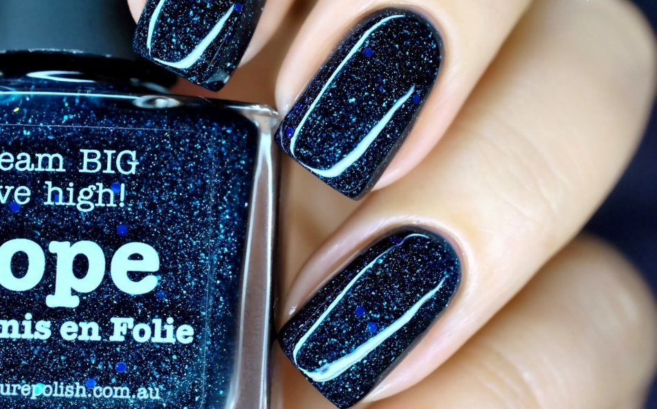 Ногти с блестками голубые