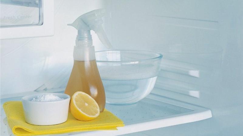 Чём убрать запах из холодильника в домашних условиях