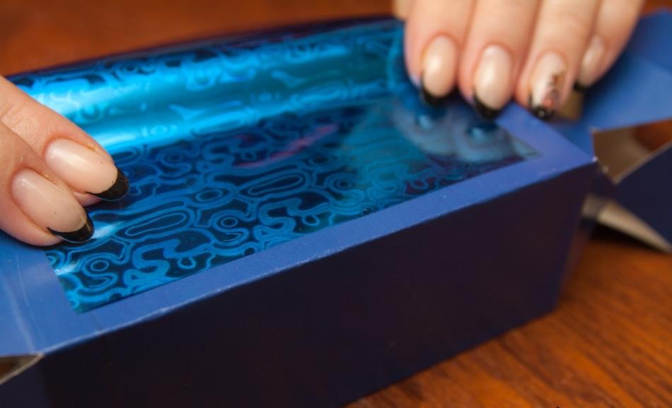 Упаковочную бумагу желательно предварительно примерить на заготовку для упаковки конфет